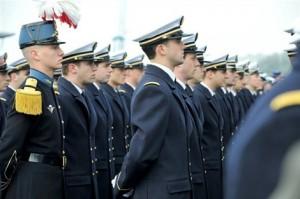 135 élèves dont 25 femmes et 18 officiers-élèves étrangers de 15 nationalités différentes participent à la mission.Archives Marc Ollivier.