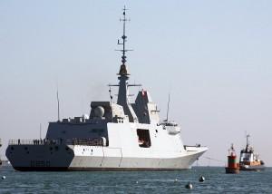 La frégate multimission Aquitaine lors de sa première sortie à la mer au large de Lorient (18 avril 2011).
