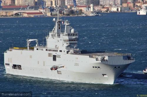 Le BPC Dixmude appareillant de Toulon, hier après-midi